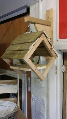 Wood Bird Feeder, Garden Bird Feeders, Bird House Feeder, Hanging Bird Feeders, Homemade Bird Houses, Bird Houses Diy, Modern Birdhouses, Bird Tables, Bird House Plans