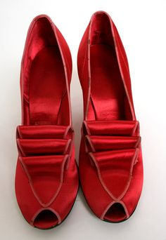 Vintage 1940s Satin Heels  Ruby Red Slippers Daniel Green... wish they were my size!