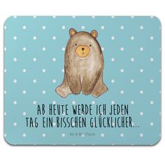 Mauspad Druck Bär sitzend aus Naturkautschuk  black - Das Original von Mr. & Mrs. Panda.  Ein wunderschönes Mouse Pad der Marke Mr. & Mrs. Panda. Alle Motive werden liebevoll gestaltet und in unserer Manufaktur in Norddeutschland per Hand auf die Mouse Pads aufgebracht.    Über unser Motiv Bär sitzend  Ab heute werde ich jeden Tag ein bisschen glücklicher...    Verwendete Materialien  ##MATERIALS_DESCRIPTION##    Über Mr. & Mrs. Panda  Mr. & Mrs. Panda - das sind wir - ein junges Pärchen aus…
