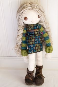 Ive literally just stumbled upon an awesome blog called Lue and Sue, and Im seriously impressed! Check out this adorable amigurumi rag doll that Cary crocheted. The accessories are simply adorable! Great job!