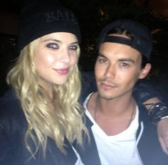 Ashley Benson (Hanna) and Tyler Blackburn (Caleb) behind the scenes of Pretty Little Liars. Movie Couples, Cute Couples, Real Couples, Celebrity Couples, Caleb And Hanna, Hanna Marin, Ashley Benson And Tyler Blackburn, Hanna Pll, Prety Little Liars