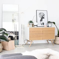 What a space! 🙌🏼 We love your home just as much as your products @rawluxeinteriors. 💛 Thanks for choosing Marianna to sit comfortably among so much prettiness. 😘😘 #rubenireland #jennylizrome #norsuartlab