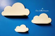 === Set van 3 Cloud plat === Mooie handgemaakte wolk planken. Voor speelgoed voor uw kinderen, boeken of andere schatten :) Materiaal gebruikt - triplex, acryl verf niet giftig en afgewerkt met niet giftig vernis (goedgekeurd voor schilderij speelgoed). Met spiegaten aan de