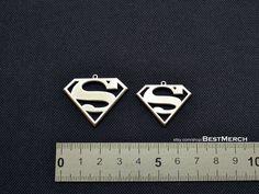 Social Media Buttons, Superman Logo, Dc Comics, Symbols, Pendant, Jewellery, Places, Jewels, Hang Tags