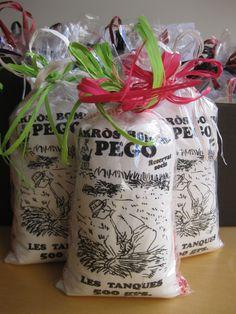 El arroz Bomba es una variedad de grano redondo. Es originario de la India, y muy habitual en algunas zonas de la costa del levante español, especialmente en la Comunidad Valenciana. Debido a su contenido en amilosa, se adhiere menos a los recipientes de cocción que otros tipos de arroces.