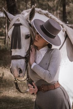 Women's Equestrian, Equestrian Outfits, Dressage, Business Casual Attire For Women, Equestrian Collections, Horse Girl Photography, Lippizaner, Estilo Hippie, Andalusian Horse