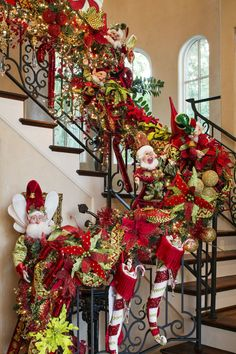Christmas Stairs Decorations, Christmas Tree Themes, Christmas Home, Christmas Wreaths, Staircase Decoration, Elf Decorations, Burlap Christmas, Christmas Villages, Primitive Christmas