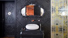 Marvelous Black Bathroom Design With Carved Woodframe Wall Mirror And White Sink Accent At The Private Residence Marcel Wanders Deco Baroque, Modern Baroque, Top Interior Designers, Interior Design Studio, Marcel, Decoration Baroque, Amsterdam, White Sink, Wander