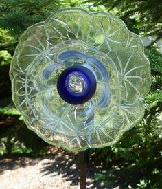 Unique Glass Flower Garden Art by Glass Garden Flowers, Glass Plate Flowers, Glass Garden Art, Flower Plates, Glass Art, Flower Stamen, Flower Art, Art Projects, Outdoor Projects