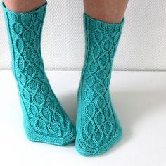 Ravelry: Melting socks pattern by Niina Laitinen Loom Knitting, Knitting Socks, Hand Knitting, Knitting Patterns, Crochet Socks, Knit Or Crochet, Knitted Hats, Foot Socks, Knee Socks
