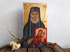 Η πρόσφατη εμφάνιση του Αγίου Νικηφόρου του Λεπρού (+4 Ιανουαρίου 1964 μ.Χ.) στην Ελλάδα (δείτε εδώ) δεν ήταν η μόνη. Ακολούθησε εμφάνισή του στην Βουλγαρία, σε μια ευσεβή γυναίκα στην περιοχή της Φιλιππούπολης, η οποία έμαθε για τον Άγιο από έναν νεαρό ευσεβή δημοσιογράφο, παρουσιαστή ειδήσεων και συγγραφέα, τον Angel Bonchev, που έγραφε ακριβώς βιβλίο για την μαρτυρική ζωή του Αγίου Νικηφόρου! Spirituality, Christian, Painting, Art, Art Background, Painting Art, Kunst, Spiritual, Paintings