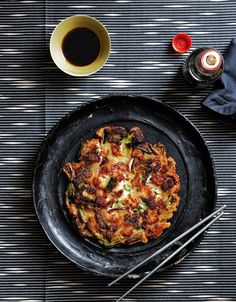 Hooni Kim's Recipe for Pan-Fried Seafood Scallion Pancake (Chinese Dim Sum) Korean Dishes, Korean Food, Korean Appetizers, Appetizer Recipes, Seafood Recipes, Cooking Recipes, Nordic Recipe, Scallion Pancakes, Asian Cooking