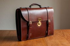 Picture of Classic leather briefcase with accordion gusset
