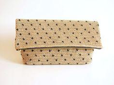 Crochet pattern for polka dot clutch. You'll crochet in by ChabeGS