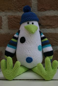 What a cute crochet penguin Crochet Penguin, Crochet Birds, Crochet Amigurumi, Knit Or Crochet, Amigurumi Patterns, Cute Crochet, Crochet Animals, Crochet For Kids, Crochet Crafts