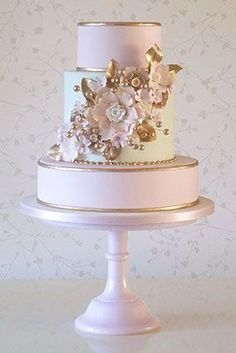 Modern Wedding Cakes Wedding Cake - From lace designs to gorgeous cake toppers, we've found wedding cake inspiration for every bride. Check them out to find your dream wedding cake. Beautiful Wedding Cakes, Gorgeous Cakes, Pretty Cakes, Cute Cakes, Dream Wedding, Gold Wedding, Purple Wedding, Cupcakes Decorados, Wedding Cake Inspiration