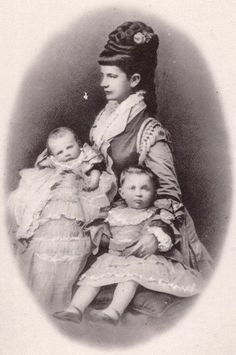 Gisela with her children
