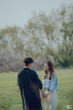Aslında izlediğim her dizinin sonunu kabullendim bu dizi hariç. Korean Tv Series, Beautiful Arabic Words, Cute Actors, Couple Shoot, Wedding Photoshoot, Korean Actors, Couple Photography, Korean Drama, Manhwa