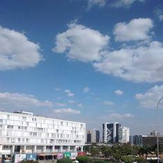 Shopping conjunto nacional e de fundo setor bancário sul. Céu de Brasília