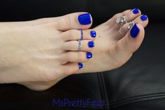 Foot Fetish Footographer: This blue is my favorite color on long pretty toes 👣 . Blue Toe Nails, Pretty Toe Nails, Blue Toes, Pretty Toes, Beautiful Toes, Pretty Hands, Toe Nail Designs, Sexy Toes, Gold Set