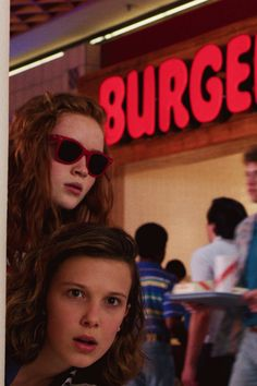Netflix reveals the 20 most popular series right now - georgina Stranger Things Tumblr, Bobby Brown Stranger Things, Stranger Things Aesthetic, Stranger Things Season 3, Eleven Stranger Things, Stranger Things Netflix, Stranger Things Merchandise, Most Popular Series, Plus Populaire