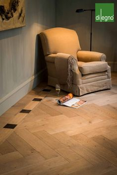 A cosy livingroom made out of parquet combined with leather - Designed by Di Legno