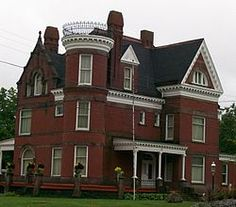 The Mansion Museum was built in 1888 to 1893 and was designed in the Romanesque style. The house stayed in the possession of private families until the 1960s. The house had sat vacant for several years and plans were made to raize the structure to make way for a gas station.[3] The house was purchased by John Bradfield and Everett Hanlon for $10,000 and was turned over to the Belmont County Historical Society.