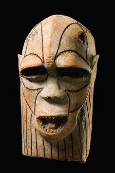 monkey kifwebe mask. luba people, d.r.congo. H: 48 cm Provenienz Frank Bell, Cologne, Germany Vergleichsliteratur Felix, Marc L., Beauty and the beasts, Brussels 2003, ill. 99 Read more: http://www.tribal-art-auktion.de/de/catalogue193/d100_401/#ixzz47cp2M8Pm