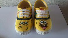 Aquí os dejo otro modelito de zapatillas pintadas a mano espero que os guste...
