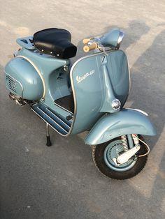 Vespa Vbb, Vespa Lambretta, Motor Scooters, Vespa Scooters, Vintage Motorcycles, Cars And Motorcycles, Classic Vespa, Vintage Vespa, Vintage Italy