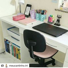 (Sigh) so organized and beautiful. Wish my desk could look like this 😂 Study Room Decor, Cute Room Decor, Diy Home Decor Bedroom, Room Ideas Bedroom, Home Office Design, Home Office Decor, Dream Rooms, House Rooms, New Room