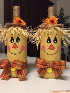 Süße Vogelscheuche Dekoration   Etsy Fall Wine Bottles, Halloween Wine Bottles, Wine Bottle Crafts, Mason Jar Crafts, Diy Bottle, Wine Bottle Art, Beer Bottles, Mason Jars, Autumn Crafts
