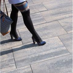 Polbruk Magna - awangarda i minimalizm w jednym. Nadaje przestrzeniom ekskluzywny, wręcz luksusowy charakter. Doskonałe wykończenie miejskich plaży, chodników metropolii czy nowoczesnych posesji. #polbruk #magna #modern #design