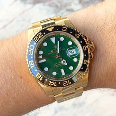 Get ready for #saturday . Crazy green & gold Rolex GMT Master ref. #116718 305-377-3335 www.diamomdclubmiam.com/contact-us #Rolex #gmtmaster #rolexaholics #wristporn #watchaddict #vintagerolex #watchoftheday #rolexdiver #divewatch #toolwatch #watchcolle