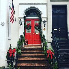 Such beautiful holiday decor! Share with us what your holiday looks like @sloaneranger : @bentonandtilley . . . . . #christmas #christmasdecorations #georgetown #sloaneranger #sloanestyle #instaprep #preppy #preppystyle #instastyle #modernprepgazette #preppythings #modernprep #christmas #holiday #sloaniesnaps