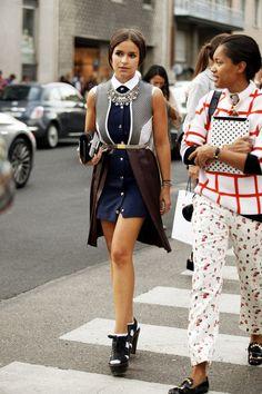 La tendencia de los collares grandes en el street style: Miroslava Duma