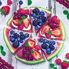 wassermelonen pizza (watermelon pizza) Watermelon Pizza, Healthy Food, Healthy Recipes, Breakfast Pizza, Fruit Salad, Acai Bowl, Berries, Coconut, Vegan