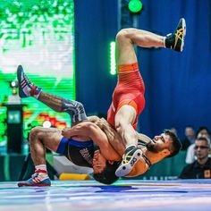 Kojiro SHIGA (JPN) takes on Serhat ARSLAN (TUR) in a 70kg freestyle bout. Olympic Wrestling, Men In Tight Pants, Sports Mix, Athletic Body, Action Poses, Sport Photography, Athletes, Martial Arts, Olympics