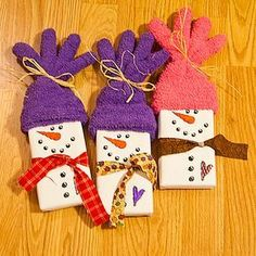 I made these last year. When friends stopped by for a visit there was a sweet gift for them! Snowman Gift with a box of movie theater candy OR microwave popcorn and gloves.