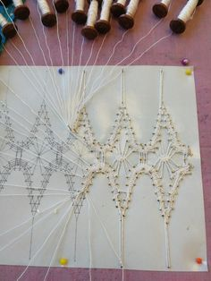 dentelle - Le blog de dentellepassionmamie57.over-blog.com Teneriffe, Bobbin Lacemaking, Bobbin Lace Patterns, Raku Pottery, Theme Noel, Lace Making, Blog, Projects To Try, Xmas