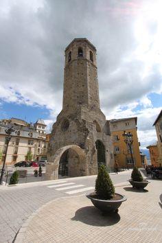Campanar de Santa María de Puigcerdà. Rehabilitado ahora en Oficina de Turismo y mirador a la Cerdanya a 35 metros de altura.