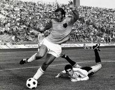 ARGENTINA HOLANDA 1974 Body Scrubber, Barcelona Team, Soccer Boots, European Cup, European Football, Sports Stars, Fifa World Cup, Retro, Running