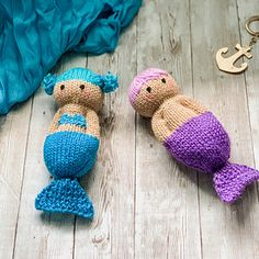 knitted dolls Ravelry: Mermaid Friends pattern by Esther Braithwaite Knitted Doll Patterns, Knitted Dolls, Knitting Patterns Free, Free Knitting, Baby Knitting, Crochet Patterns, Knitted Baby, Knitted Headband, Knitting Designs