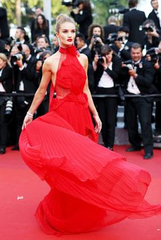 Look back at the best red carpet gowns of 2016 from the Oscars, Met Gala, Cannes Film Festival and more… Rosie Huntington Whiteley, Red Carpet Dresses 2016, Red Carpet Gowns, Fur Carpet, Gray Carpet, Plush Carpet, Celebrity Red Carpet, Celebrity Dresses, Celebrity Style