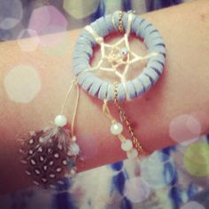So going to make this!  Help keep my eyes on my dreams.    Dandelion Soul: DIY Dreamcatcher Bracelet