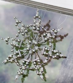 How To Make A Ice Crystal Sun Catcher | Holiday and Winter craft | Afternoon Craft | Bead Crafts