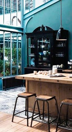 Trendy Kitchen Colors With Black Appliances Paint Countertops Industrial Kitchen Design, Masculine Kitchen, Teal Painted Walls, Teal Walls, Conservatory Kitchen, Kitchen Interior, Interior Design Kitchen, Teal Kitchen, Home Decor