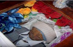 Desde hace 50 años, en el norte argentino se venera a un niño momificado al que se le atribuyen poderes y milagros.