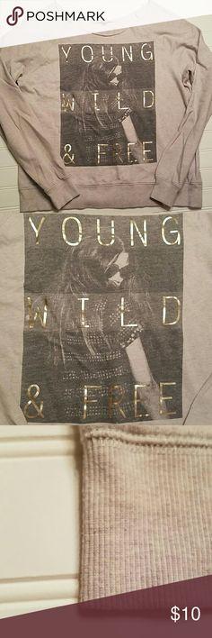 🌼🌹SPRING SALE🌹🌼 Forever 21 Sweatshirt Gray Forever 21 sweatshirt. Size large. Tops Sweatshirts & Hoodies