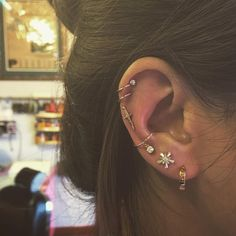 There's a new ear piercing trend in town that is taking Los Angeles by storm. Brainchild of piercer, Brian Keith Thompson, this ear piercing trend is New Ear Piercing, Cool Ear Piercings, Piercing Tattoo, Celebrity Ear Piercings, Septum Piercings, Constellation Piercings, Constellation Earrings, Cute Jewelry, Body Jewelry